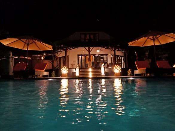 Samari Hill Villas bei Nacht